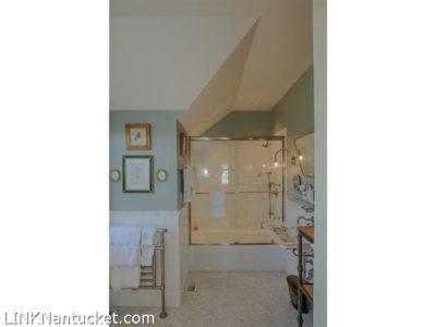 43 Ocean Avenue | BA:  2.1 | BR: 2 | $7800000 (17)