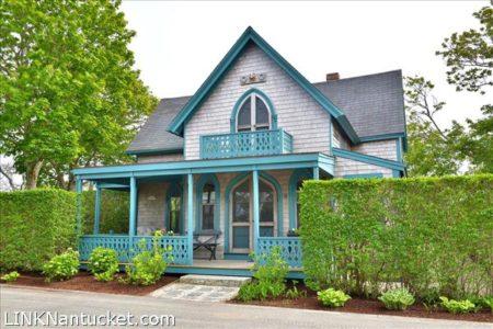 8 Cottage Avenue, Sconset | BA:  3.1 | BR: 4 | $2100000 (1)