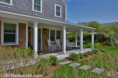 74 West Chester Street, Town | BA:  3.2 | BR: 3 | $2350000 (1)