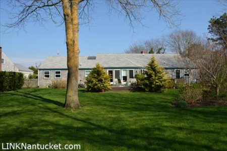63 Hooper Farm, Mid Island   BA:  4.0   BR: 3   $1095000 (1)