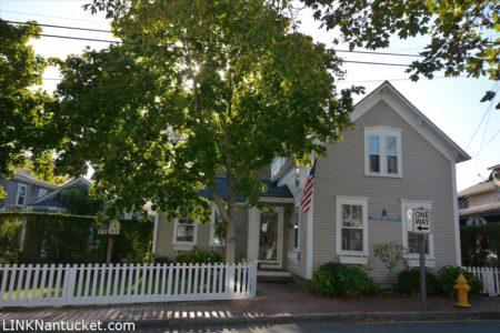 21 Pine Street, Town | BA:  4.1 | BR: 4 | $2495000 (1)