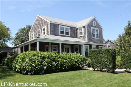 22 King Street, Nantucket, MA | BA:  3.1 | BR: 5 | $2495000 (1)