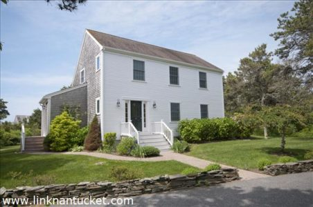 7 Pine Crest Drive, Mid Island   BA:  3.1   BR: 3   $850000 (1)