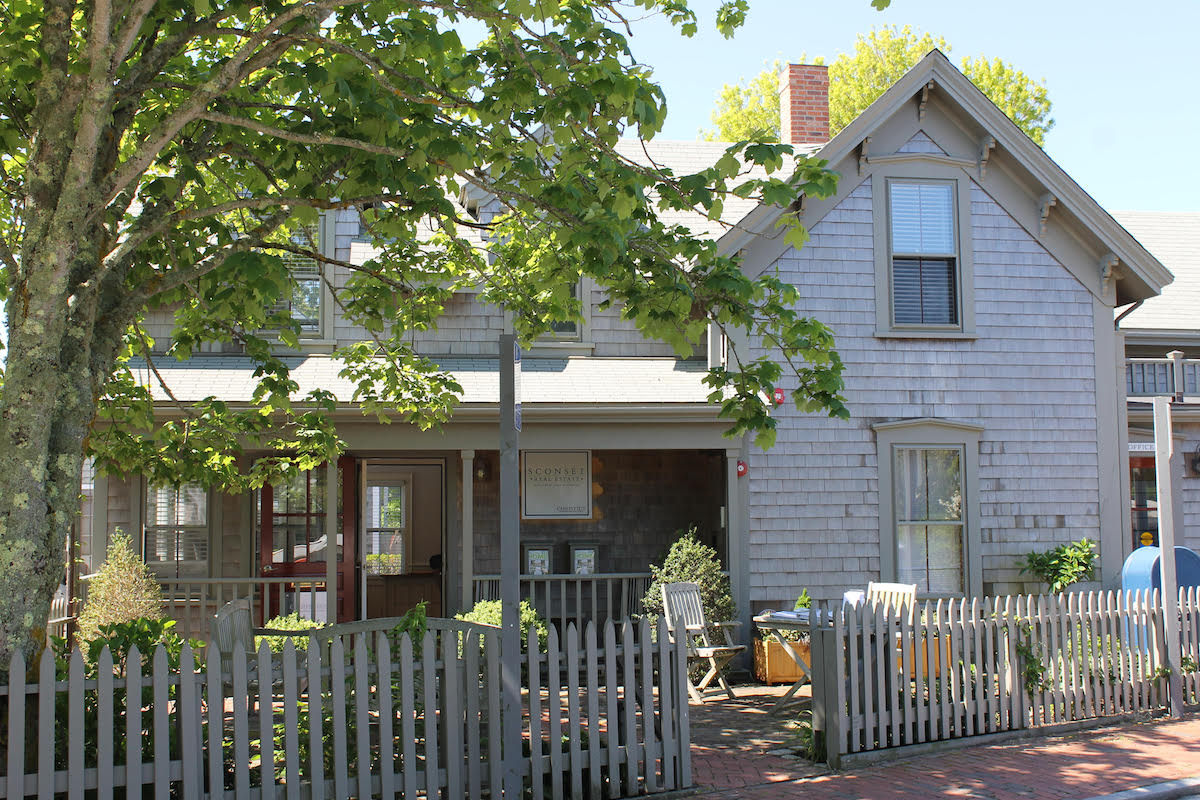 Nantucket real estate for sale in siasocnset ma for Homes for sale on nantucket island