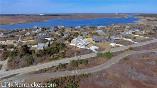 245 Hummock Pond Road   BA:  3.1   BR: 4   $4695000 (8)