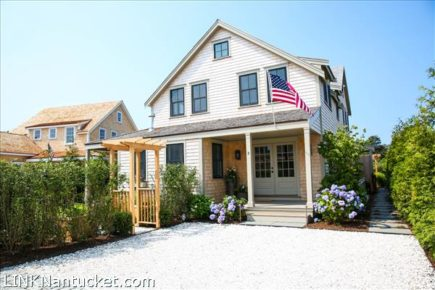 2 Cranberry Lane, Nantucket, MA | BA:  4.1 | BR: 4 | $2295000 (1)