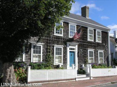 24 Fair Street, Nantucket, MA | BA:  2.1 | BR: 4 | $2899000 (1)