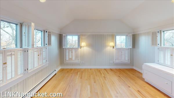 4 Hulbert Avenue | BA:  9.2 | BR: 7 | $4850000 (21)