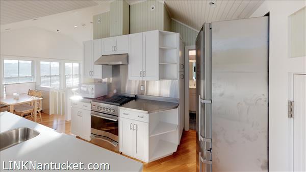 4 Hulbert Avenue | BA:  9.2 | BR: 7 | $4850000 (29)