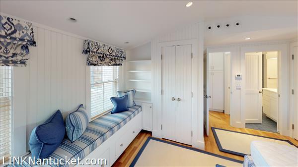 4 Hulbert Avenue | BA:  9.2 | BR: 7 | $4850000 (34)