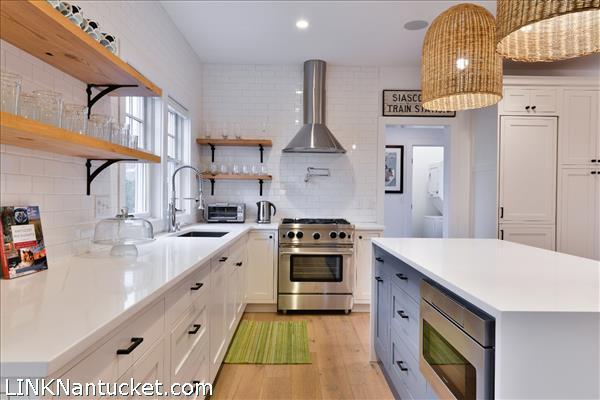 8 Sparks Avenue   BA:  4.2   BR: 6   $1695000 (10)