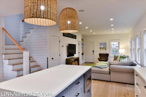 8 Sparks Avenue   BA:  4.2   BR: 6   $1695000 (12)