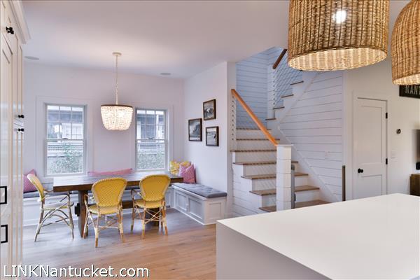 8 Sparks Avenue   BA:  4.2   BR: 6   $1695000 (14)