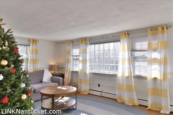 8 Sparks Avenue   BA:  4.2   BR: 6   $1695000 (36)