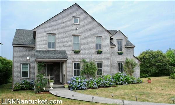 9 Meetinghouse Lane   BA:  3.1   BR: 4   $2100000 (6)