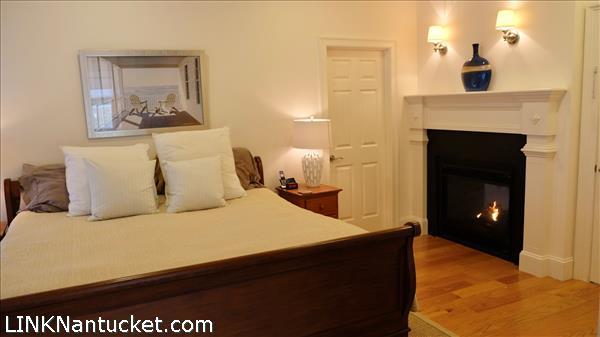 9 Meetinghouse Lane   BA:  3.1   BR: 4   $2100000 (15)