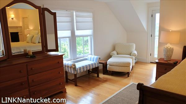 9 Meetinghouse Lane   BA:  3.1   BR: 4   $2100000 (16)