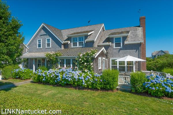 6 Pawguvet Lane, Brant Point | BA:  4.1 | BR: 4 | $3900000 (1)