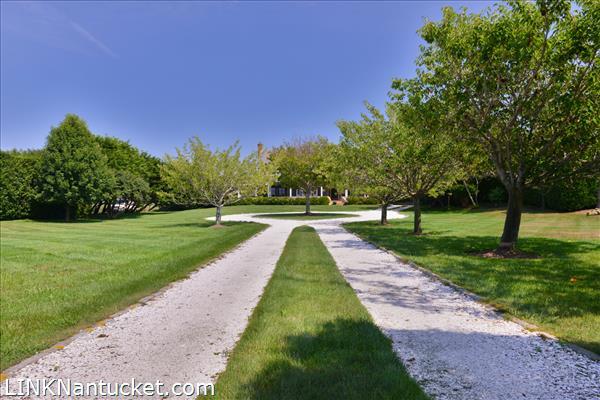 1 Farmview Drive | BA:  3.1 | BR: 4 | $3495000 (5)
