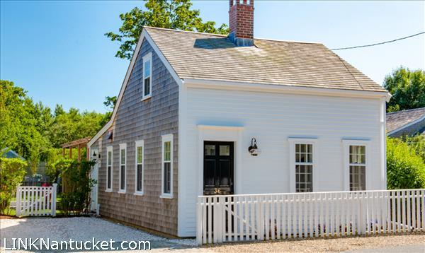 36 York Street, Nantucket, MA | BA:  2.0 | BR: 2 | $1735000 (1)