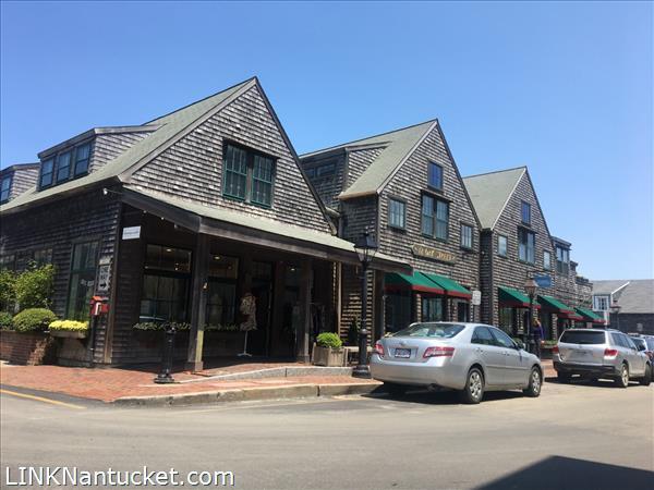12 Oak Street, Town | BA:  4.6 | BR: 4 | $6500000 (1)