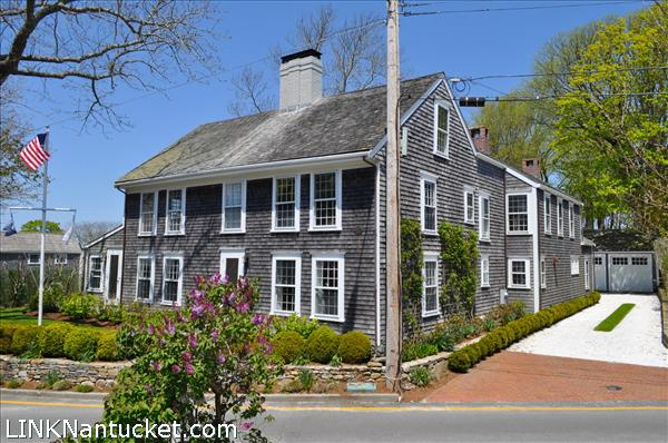 25 Hussey Street, Nantucket, MA   BA:  3.1   BR: 5   $4975000 (1)