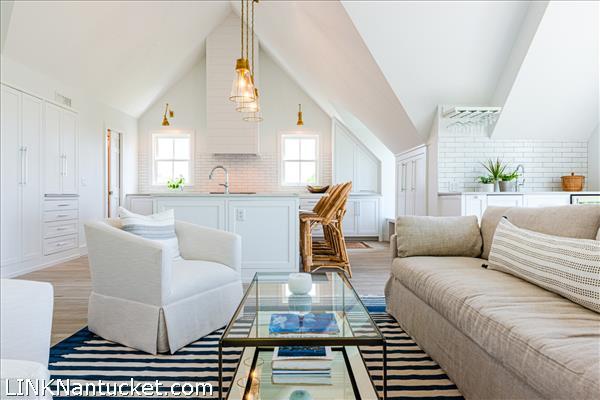 7 Meeting House Lane | BA:  3.1 | BR: 4 | $2525000 (5)