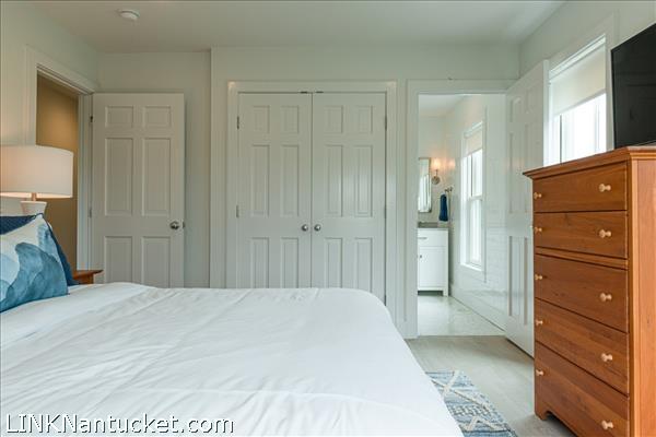 7 Meeting House Lane | BA:  3.1 | BR: 4 | $2525000 (14)