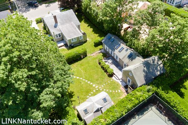 17 New Street, Nantucket, MA | BA:  2.0 | BR: 3 | $1395000 (1)