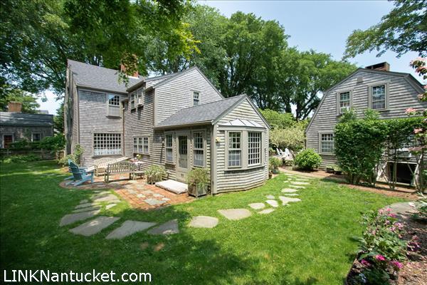 26 Milk Street, Nantucket, MA   BA:  4.1   BR: 6   $3995000 (1)