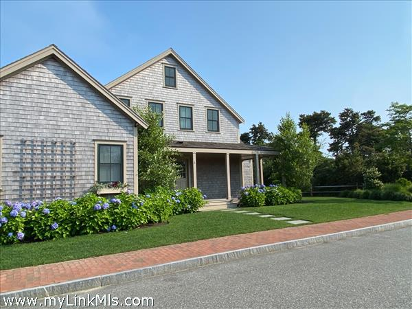 2 Wood Lily Road img